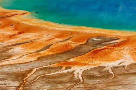 Dieses Naturfoto zeigt das unvergessliche Frabenspiel der Grand Prismatic Spring im Yellowstone Nationalpark aus der Luft.<br />Kamera: NIKON D3X <br />Brennweite: 200mm <br />1/250 s bei Blende f/9.0